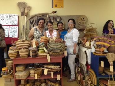 Artesanos  del proyecto Barranco Sonene en feria artesanal Ruraq Maki