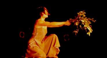 Performance de Anna Jácome en Tupac